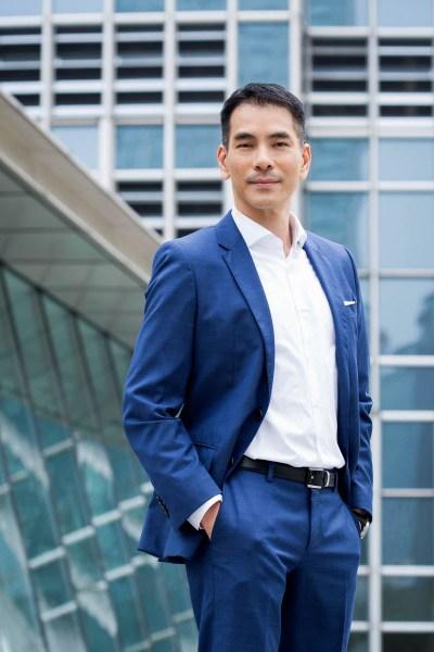 outdoor portrait Hong Kong IFC